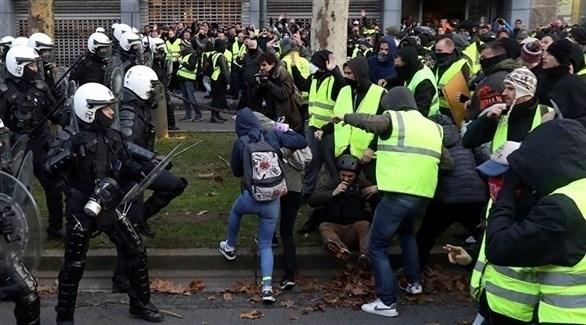 مواجهات بين متظاهري السترات الصفراء والشرطة في باريس (تويتر)