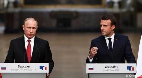 الرئيس الفرنس إيمانويل ماكرون ونظيرة الروسي فلاديمير بوتين (أرشيف)