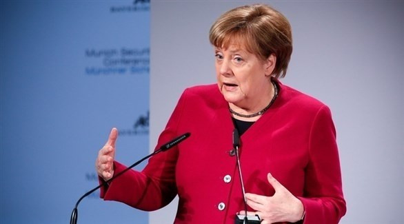 المستشارة الألمانية انجيلا ميركل متحدثة خلال مؤتمر ميونخ للأمن (EPA)