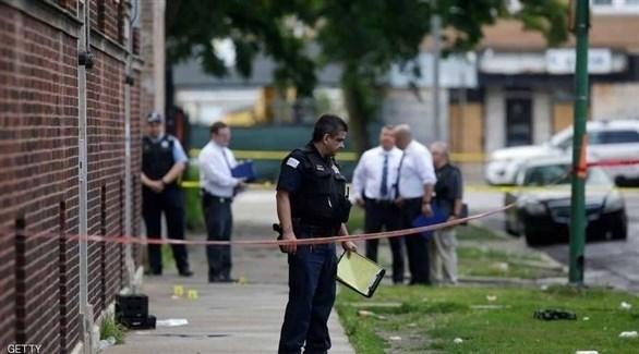 عناصر من شرطة شيكاغو أثناء التجقيق في إطلاق نار (أرشيف)
