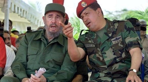 زعيما فنزويلا وكوبا الراحلان هوغو شافيز يمين وفيدال كاسترو يسار الصورة (أرشيف)