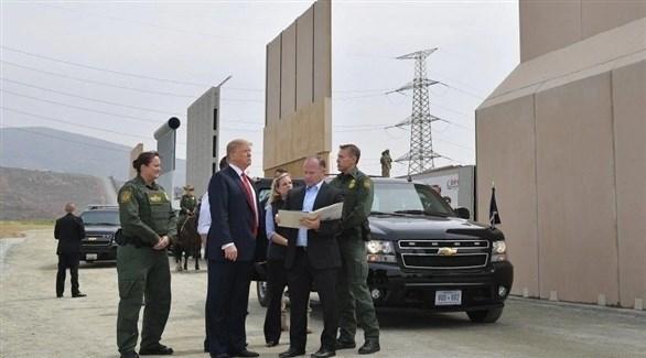الرئيس الأمريكي دونالد ترامب يتفقد الجدار الحدودي (أرشيف)