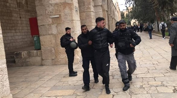 شرطة الاحتلال الإسرائيلي تعتقل فلسطينياً بعد إغلاق جميع أبواب المسجد الأقصى (تويتر)