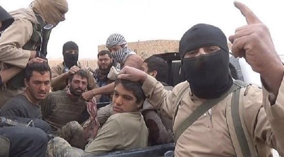 مقاتلون في داعش الإرهابي يختطفون عراقيين (أرشيف)
