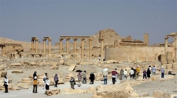 سياح في موقع أثري بمدينة تدمر السورية (أرشيف)