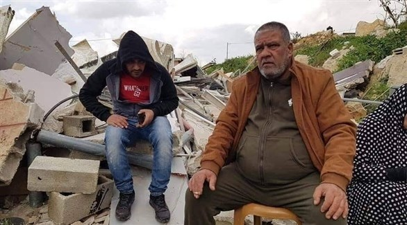 الفلسطيني تيسر المحتسب ونجله شادي بعد هدم الاحتلال لمنزليهما (24)