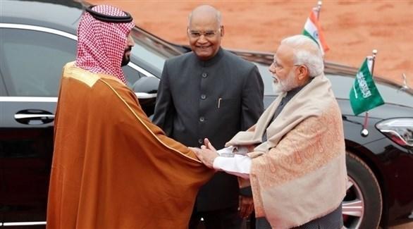 رئيس الوزراء الهندي ناريندرا مودي يستقبل ولي العهد السعودي الأمير محمد بن سلمان (أرشيف)