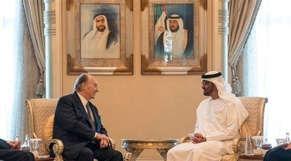 محمد بن زايد و زعيم الطائفة الإسماعيلية لدى زيارته الإمارات (أرشيف)