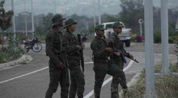 أربعة جنود فنزويليين على الحدود مع كولومبيا (أرشيف)