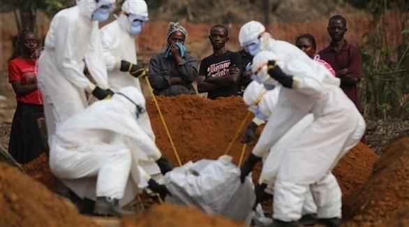 دفن ضحية من مرض إيبولا (أرشيف)