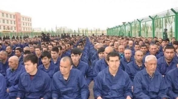 مسلمون من الأيغور في معسكر حكومي بشينغيانغ (أرشيف)