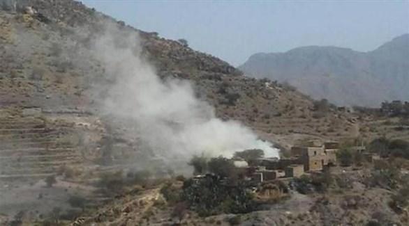 الدخان يتصاعد بعد قصف تجمع سكني في اليمن (أرشيف)