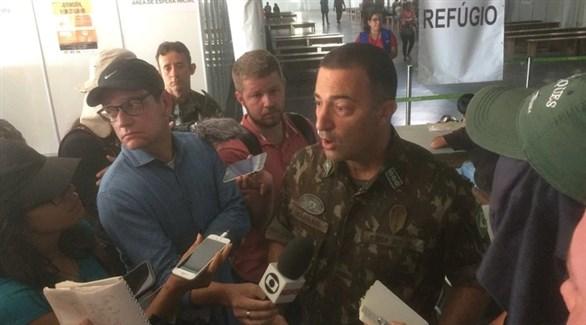 الكولونيل جورج فارس كنعان متحدثاً لوسائل الإعلام البرازيلية (أنفو باي)