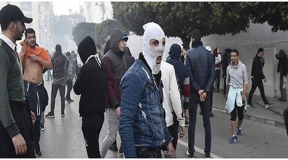 محتجون في أحد شوارع الجزائر أمس السبت (أ ف ب)