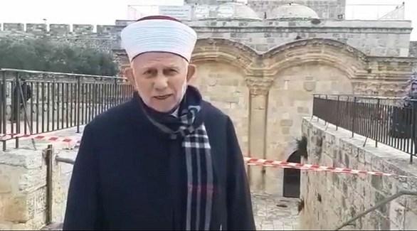 الشيخ سلهب أمام مُصلى باب الرحمة في الحرم القدسي (أرشيف)