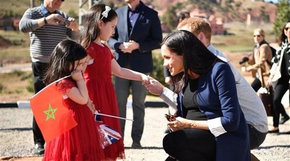 دوق ودوقة ساسيكس في زيارة لمدرسة بنات مغربية (رويترز)