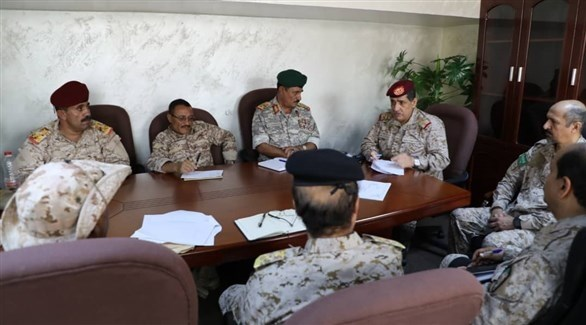 رئيس الأركان النخعي خلال رئاسته اجتماعاً لقادة المنطقة العسكرية الرابعة (سبأ)