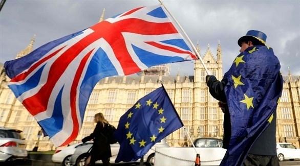 بريطاني مؤيد لبقاء بريطانيا داخل الاتحاد الأوروبي أمام البرلمان في لندن (أرشيف)