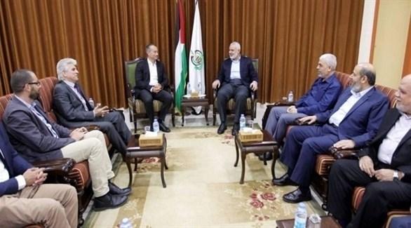 مبعوث الأمم المتحدة نيكولاي ميلادنوف وإسماعيل هنية وقيادات حماس في غزة (أرشيف)