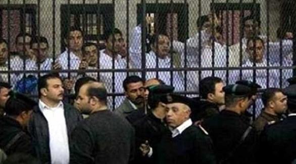 مصريون في قفص الاتهام بإحدى محاكم القاهرة (أرشيف)