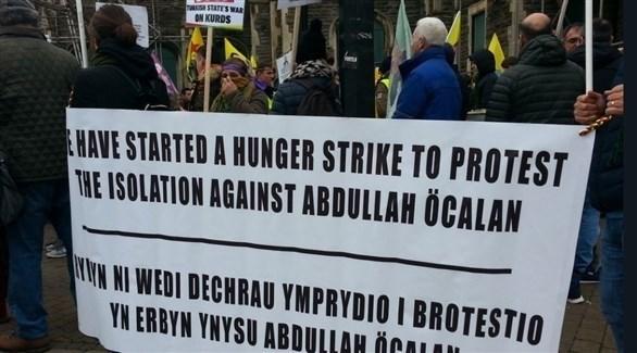 احتجاجات على اعتقال السلطات التركية عبدالله أوجلان (تويتر)