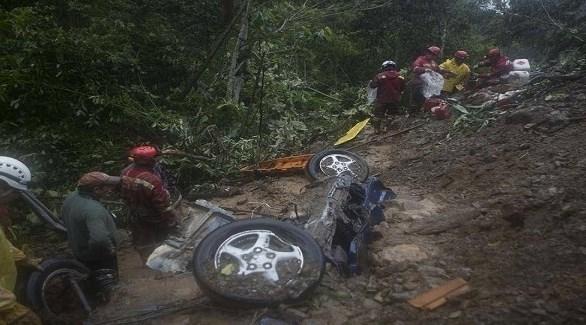 مسعفون بوليفيون يبحثون عن ناجين من الانهيار الطيني في لاباز (أيه أيه بي)