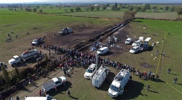 سيارات الإسعاف والأمن تنتشل الجثث في مكان الانفجار (تويتر)