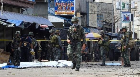 الشرطة الفلبينية في محيط الكنيسة بعد تفجيرها (أرشيف)
