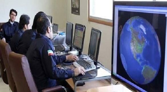 إيرانيون في مركز للأبحاث بطهران (أرشيف)