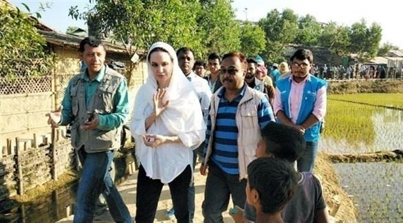 الممثلة الأمريكية أنجلينا جولي تزور الروهينجا في بنغلادش (تويتر)