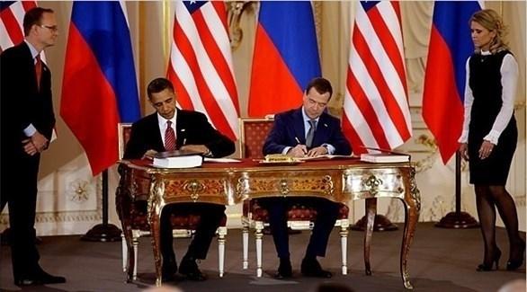 رئيس الوزراء الروسي السابق ميدفيديف وأوباما خلال توقيعهما على معاهدة نيوستارت (أرشيف)