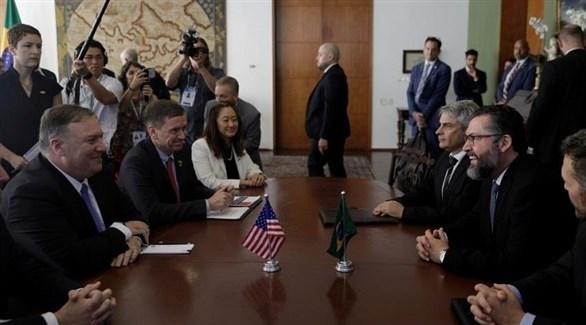 وزيرا الخارجية البرازيلي إرنستو أراوغو والأمريكي مايك بومبيو (أرشيف)
