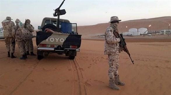 عناصر من قوات الجيش الليبي في حقل الشرارة النفطي في أوباري(فيس بوك)