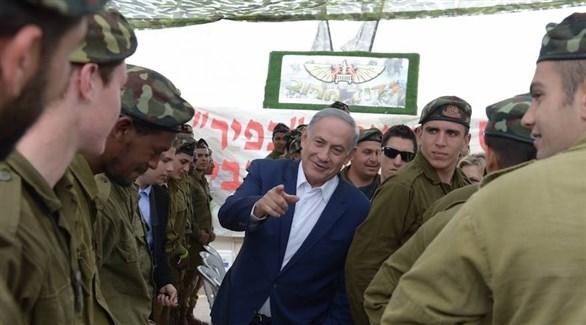 رئيس وزراء الاحتلال بنيامين نتانياهو وسط جنود (أرشيف)