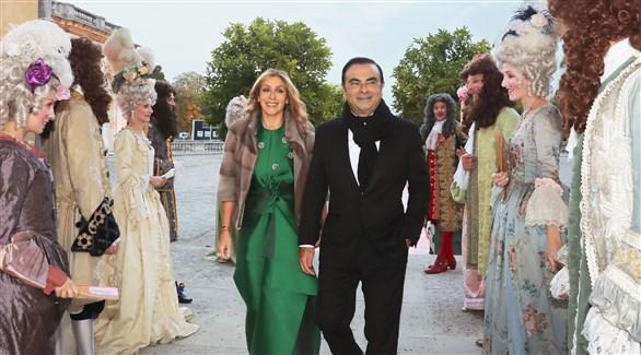 غصن وزوجته في زواجهما بقصر فيرساي وسط الحضور بأزياء ملكة فرنسا السابقة (أرشيف)