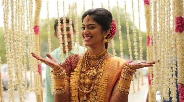 عروس هندية تعرض ذهباً (أرشيف)
