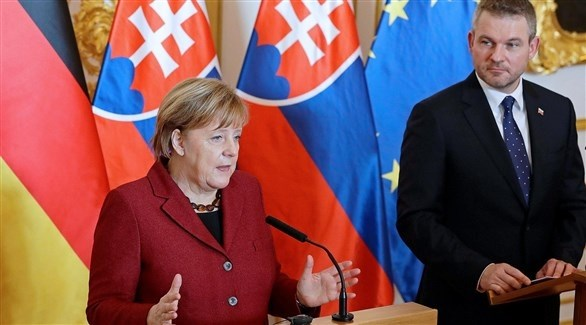 المستشارة الألمانية ميركل ورئيس الوزراء السلوفاكي بيليغريني (أرشيف)