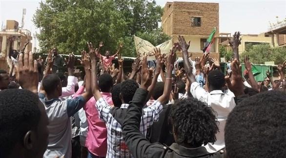 مظاهرات في السودان اثناء تشييع جنازة المدرس أحمد الخير الذي توفي داخل السجن  (أرشيف)