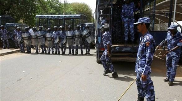 رجال أمن في السودان يمنعون محتجين من التظاهر (أرشيف)