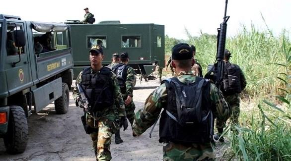 جنود فنزويليون على الحدود مع كولومبيا (EPA)
