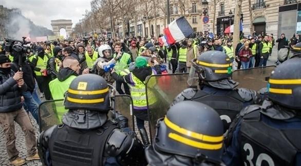 الشرطة الفرنسية تتصدى لمحتجي السترات الصفراء (إ ب أ)