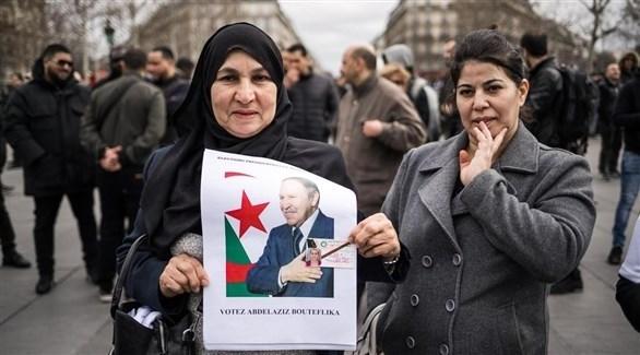 مناصرون لبوتفليقة في إحدى التجمعات في باريس (أرشيف / اي بي ايه)
