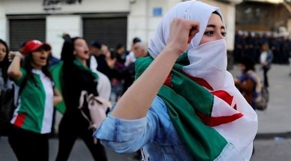 جزائرية مرتدية علم بلادها (أرشيف)