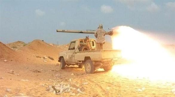 جندي يمني يقصف هدفاً حوثياً (أرشيف)