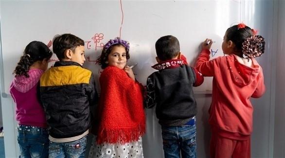 أطفال لاجئون في الأردن يرسمون في فصل دراسي (أرشيف)