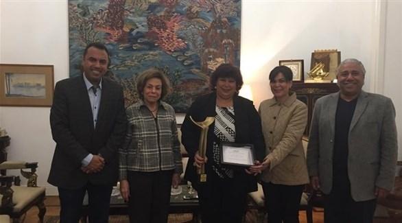 تكريم وزيرة الثقافة المصرية (تويتر)