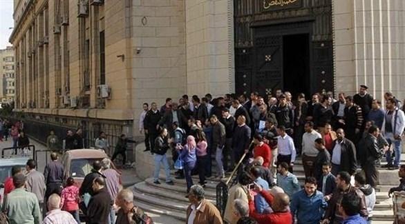 مصريون أمام محكمة النقض في القاهرة (أرشيفية)
