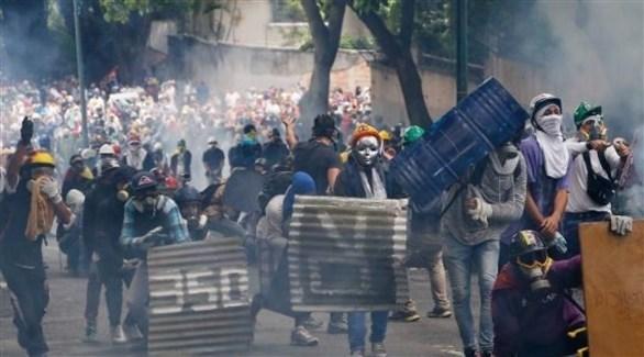 محتجون في شوارع كاراكاس عاصمة فنزويلا (أرشيف)