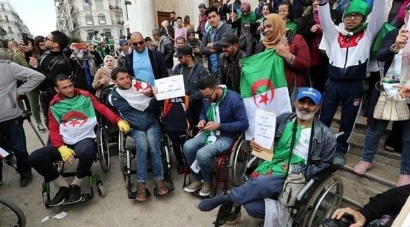 محتجون من ذوي الاحتياجات الخاصة في الجزائر (إي بي أيه)