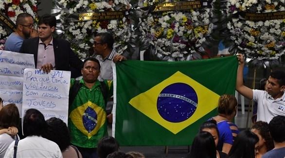 برازيليون في جنازة ضحايا الهجوم على المدرسة (أ ف ب)